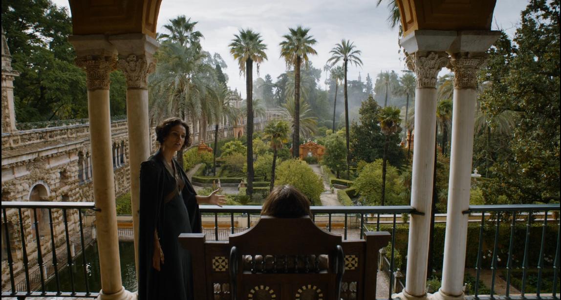 Escena de Juego de Tronos en la que se ve Doran Martell divisando los jardines del Alcazar de Sevilla en la ruta de juego de tronos - Los viajes de Margalliver